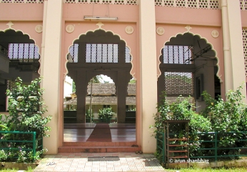 Side entrance of the main hall at the Ramnathi Devasthan, Goa