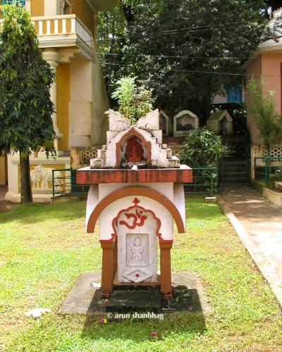 Tulsi Vrindavan at the Ramnathi Devasthan
