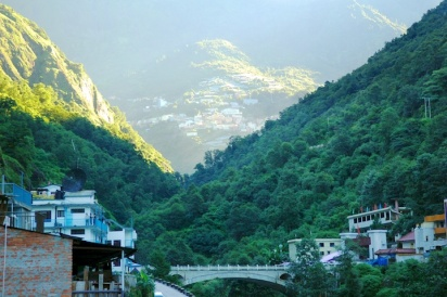 Picture of border bridge between Nepal and China-occupied Tibet by Arun Shanbhag