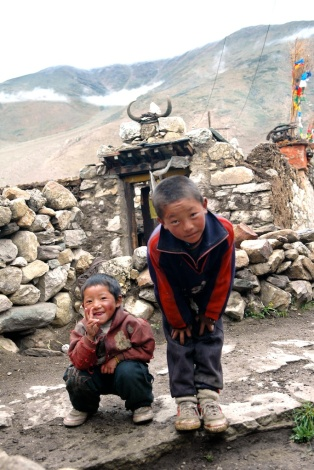 photos of Kids outside a Tibetan home Kailash Manasarovar by Arun Shanbhag