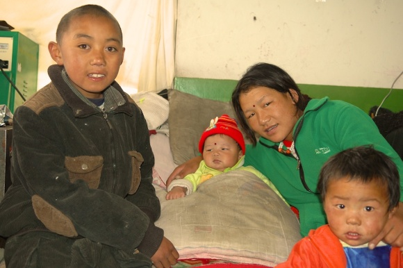 Chinese family at a home store by Arun Shanbhag