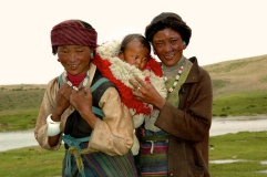 photo of A tibetan mother with baby on her back by Arun Shanbhag