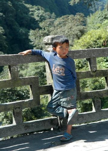 Kid watching the bus in Kodari