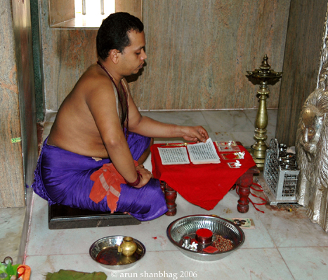 pics of Priest reciting the Devi Mahatmyam at the Ramnathi Devasthan by Arun Shanbhag
