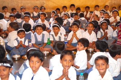 photos of Students Chanting before Lunch at the Saraswati Vidya Kendra Kumta by Arun Shanbhag
