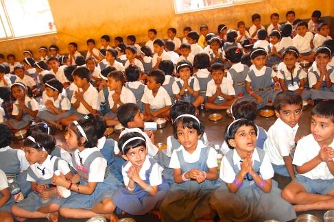 photos of Students Chanting before Lunch at the Saraswati Vidya Kendra Kumta by Arun Shanbhag