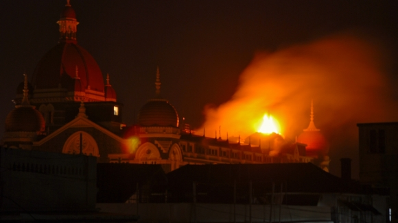Taj Mahal Hotel Burning during the Mumbai Blasts Terrorists attack pictures by Arun Shanbhag