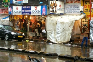 photos of kids playing in the monsoon rains on Colaba Causeway by Arun Shanbhag