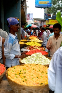 pictures of Vendors selling marigolds at at the Dadar Flower Market, Mumbai by Arun Shanbhag