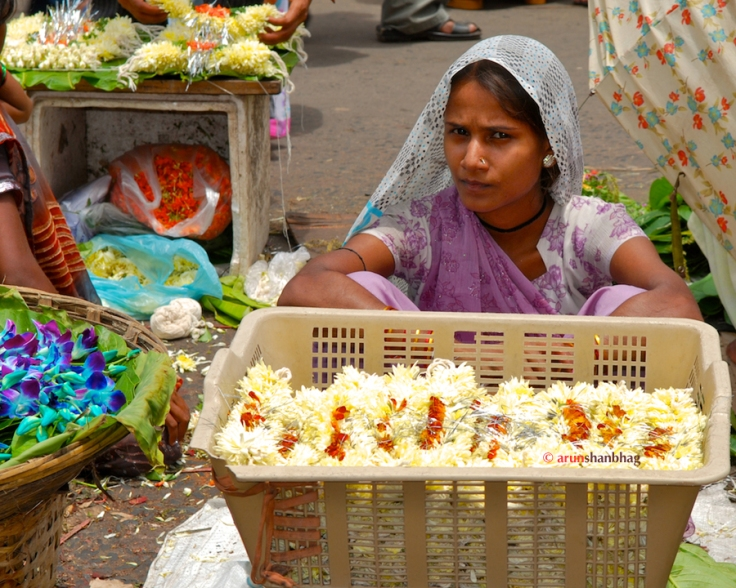 pictures of Flower sellers at the Dadar Flower Market mumbai by Arun Shanbhag