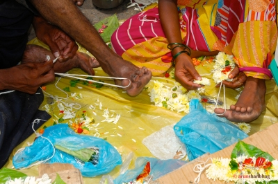 Pictures of Flower sellers at the Dadar Flower Market, Mumbai by Arun Shanbhag