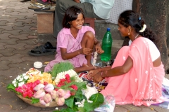 Pictures of Young Girls selling flowers at the Dadar Flower Market, Mumbai by Arun Shanbhag