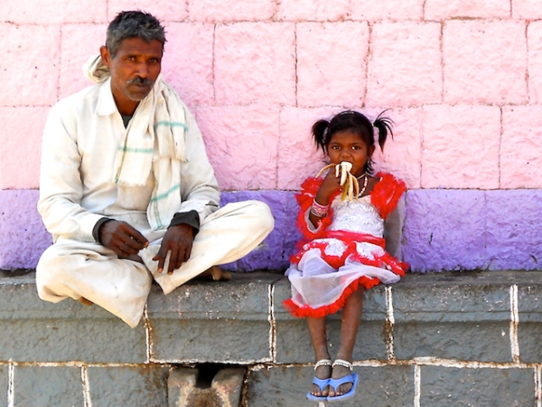 Father and Daughter eating a banana behind the Devi Temple, pics by Arun Shanbhag