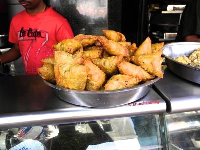 Pics of samosa from Shri Krishna Snacks, Dadar Mumbai by Arun Shanbhag