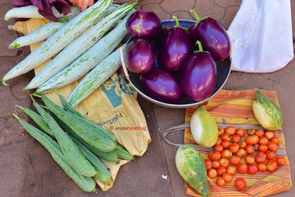 photos of fresh vegetable vendors on Kumta Street by Arun Shanbhag
