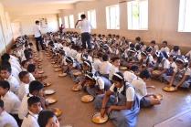 photos of Students eating lunch at Saraswati Vidya Kendra Kumta by Arun Shanbhag