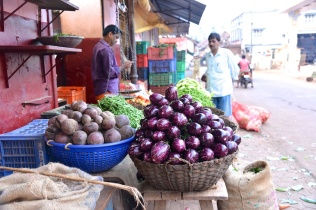 pics of eggplant and beet at vegetable stall Kumta by Arun Shanbhag