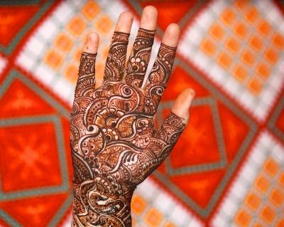 photos of bridal Mehndi designs on hands and feet by Arun Shanbhag