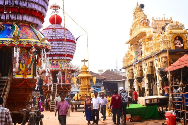 Photos of multiple rathas outside the Krishna Muth udupi Karnataka by Arun Shanbhag